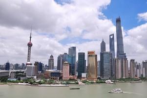 Šanghajské moderní budovy lákají turisty z celého světa.